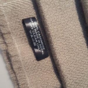 Accessories - Handwoven cashmere scarf